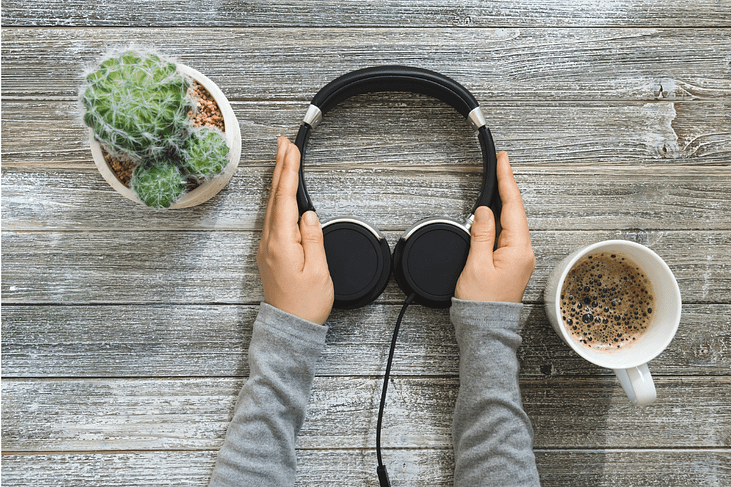 Migräne am Arbeitsplatz Kopfhörer